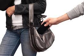 आज़ाद मैदान पुलिस थाने के सामने आज़ाद हैं मोबाइल चोर,थाने के सामने से चोर युवती का फ़ोन लेकर भाग गया,पुलिस ने पहले मिसिंग रिपोर्ट दर्ज कर चलता बनाया,बाद में मोबाइल चोरी का मामला दर्ज किया