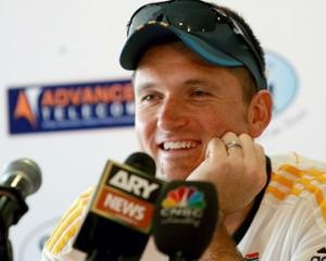 दक्षिण अफ्रीका की शर्मनाक हार के बाद स्मिथ ने अंतरराष्ट्रीय क्रिकेट में वापसी के संकेत दिये