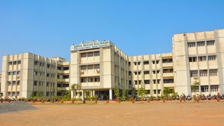 जूरी सदस्यों की गलती की वजह से कालसेकर कॉलेज के तीन छात्रों को मुंबई विश्वविद्यालय ने फेल कर दिया , सदमे में छात्र