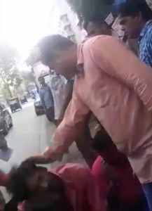 फेरी वालों से हफ्ता नहीं मिला तो सठिया गया साटम , बीजेपी एमएलए अमित साटम की गुंडई का वीडियो हुआ वायरल