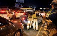 पुलिसकर्मी ने गुमाया लाएसेंस , पैसे देने के बाद तिलमिलाए पुलिसकर्मी ने खुद के बटन खोल कर 353 के तहेत मामला दर्ज करने की कोशिश की , वारदात कैमरे में हुई कैद