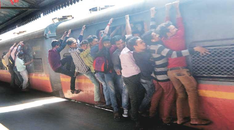 घायल रेल यात्रियों और शव को उठाने की नहीं है कोई ठोस व्यवस्था ,नशेड़ियों से ली जाती है सहायता , आरटीआई से हुआ खुलासा