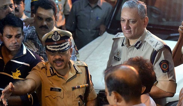 देवेन भारती का तबादला . विनय चौबे बने मुंबई के ज्वाइंट सीपी लॉ ऐंड ऑर्डर