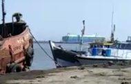 अरब सागर में पकड़ा गया हज़ारों लीटर तेल , धड़ल्ले से चल रही तेल की तस्करी