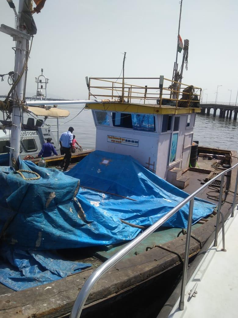 अरब सागर में तेल माफिया डॉलर से कर रहे हैं अवैध तेल का कारोबार , मुंबई पुलिस मित्र मंगेश ठाकुर उर्फ़ हाजी मस्तान है असल राज़दार