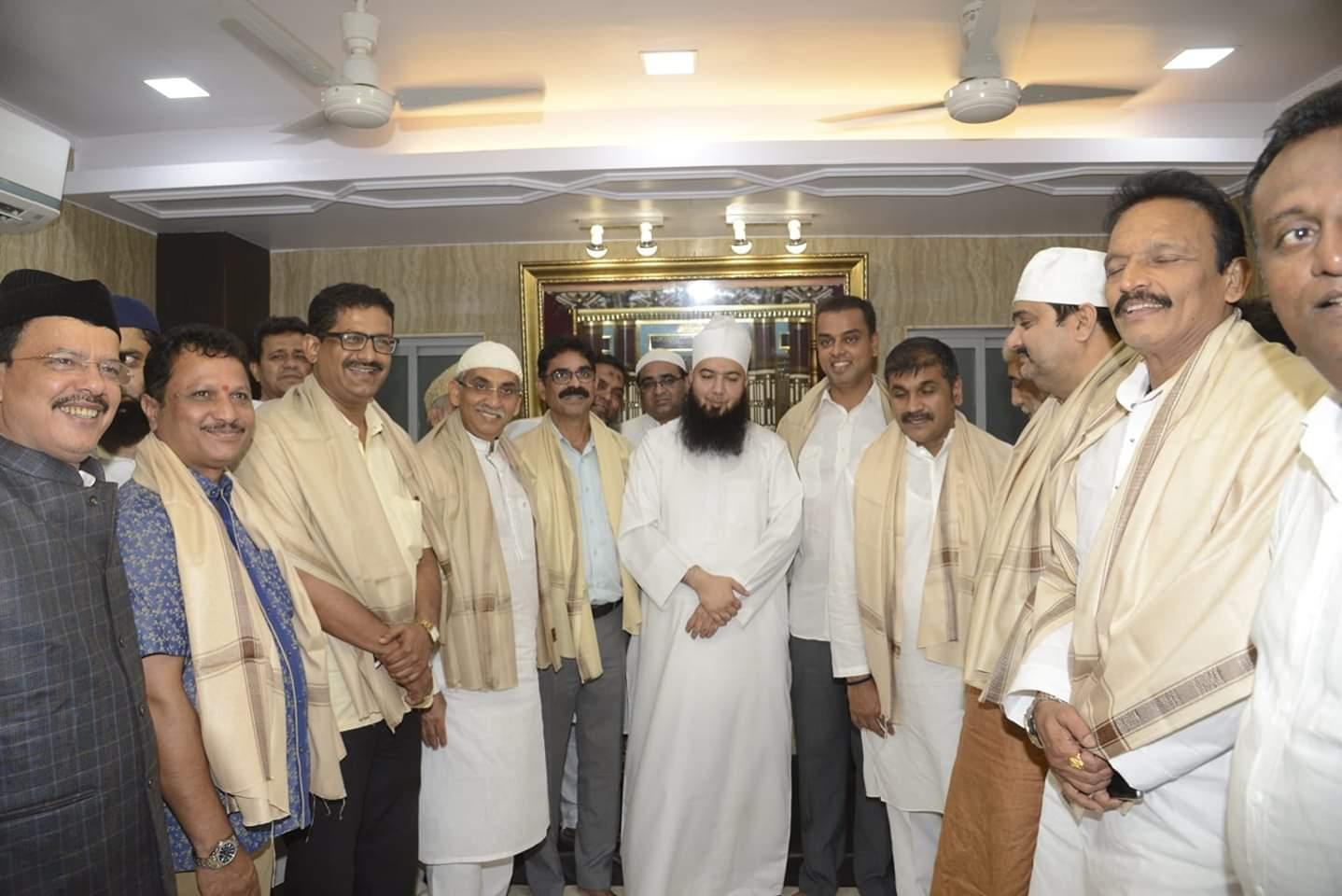 बंगाली बाबा की गुंडई में लगा घुन , बंगाली बाबा के फोटो बाज़ी कार्यक्रम में नहीं पहुंचे आईपीएस अफसर