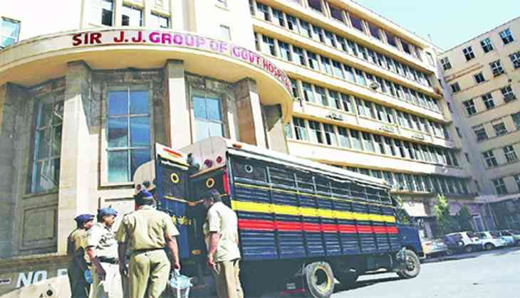 गर्दुल्ले ने मुंबई पुलिस की उड़ाई नींद , बंदूक की 70 गोली की चोरी
